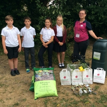 Cultivation Street ambassador, Dobbies Georgina Isherwood with local school children