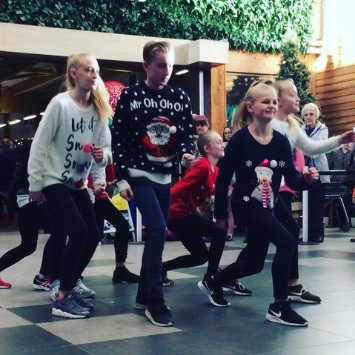 Cultivation Street ambassador, Dobbies Georgina Isherwood's Christmas event with a local dance school performing