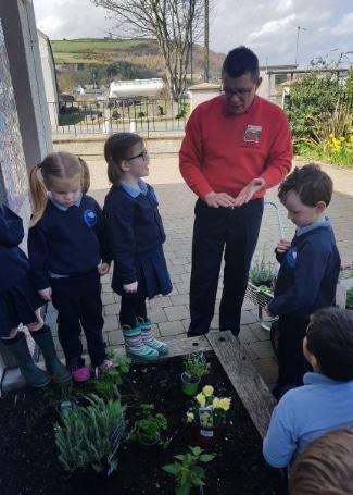 Cultivation Street Ambassador Gary Bissett from Inver Garden Centre working with local children