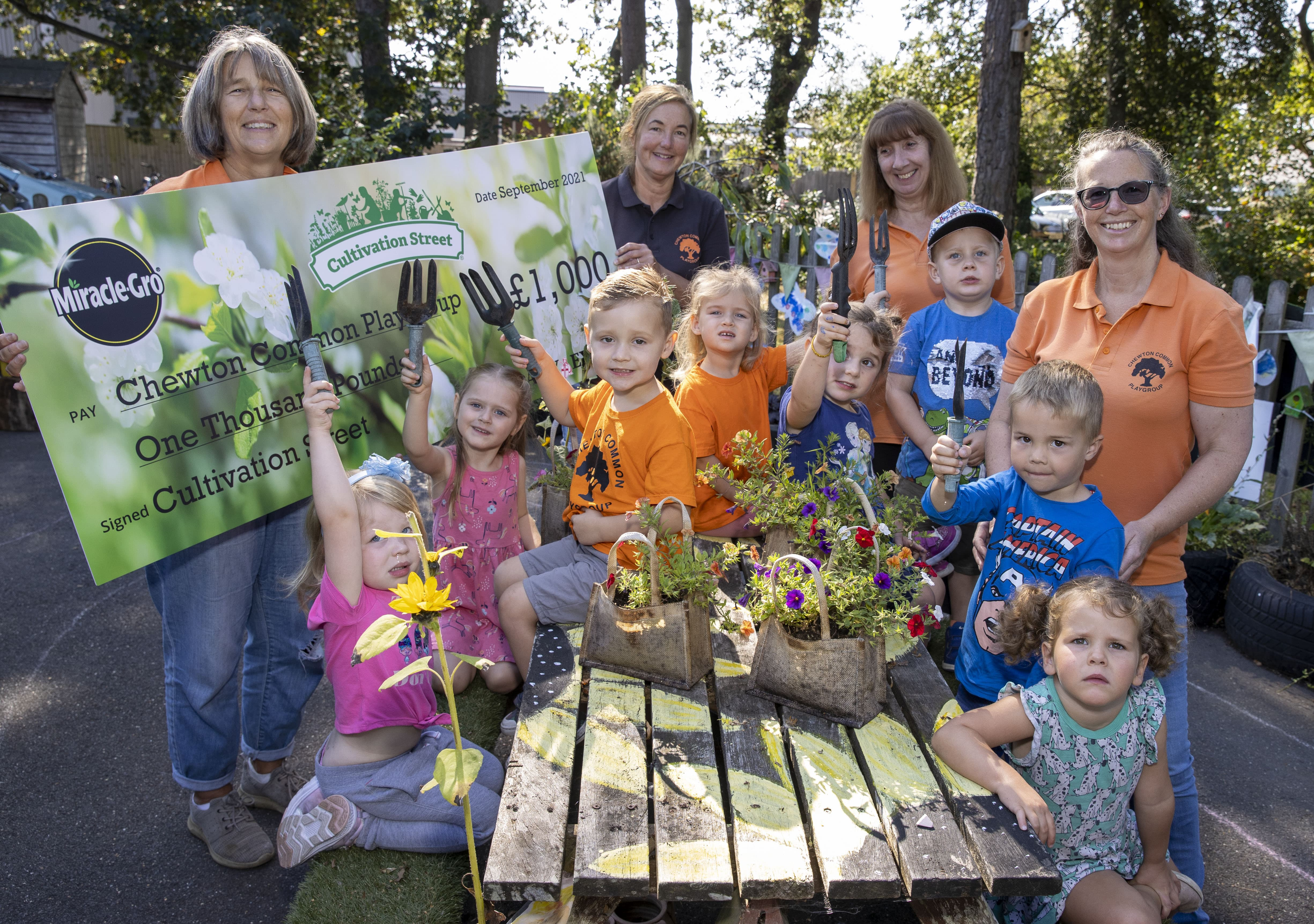 Cultivation Street winners. Helen Dow (left) with her team & some of the children, in the school garden at Chewton common playgroup, Walkford, nr Christchurch, Dorset.Picture by Steve Reigate 22/9/2021