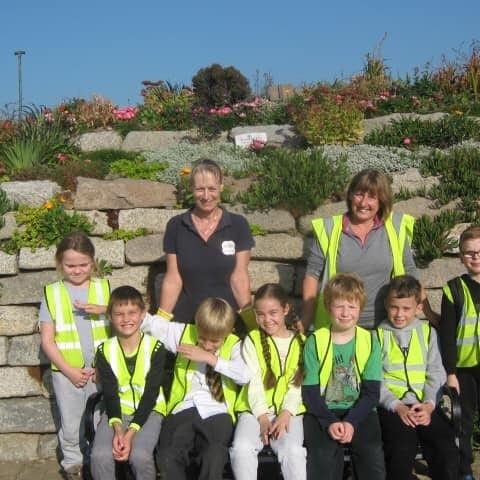 Linda (me), Miss Collins and Sandown School children
